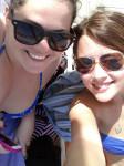 Jacki und Ani am Pool